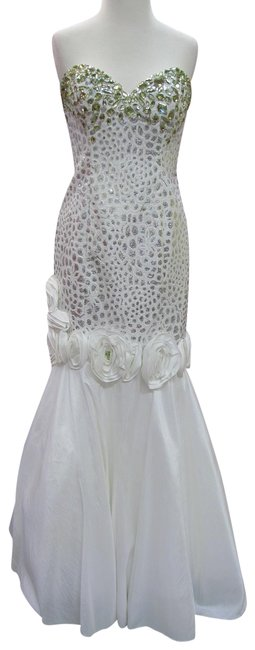 Item - White/ Silver X006/ Prom Long Formal Dress Size 6 (S)