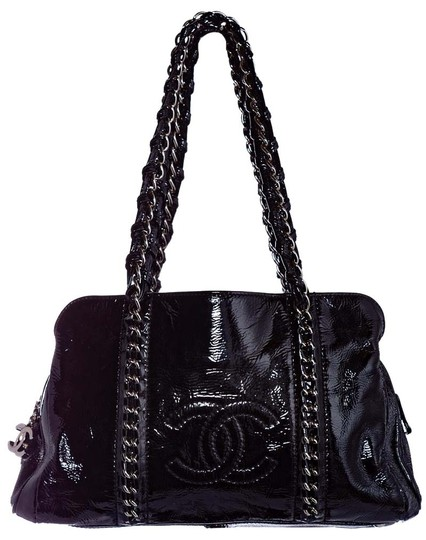 Preload https://img-static.tradesy.com/item/26593420/chanel-tote-accordion-black-patent-leather-shoulder-bag-0-1-540-540.jpg