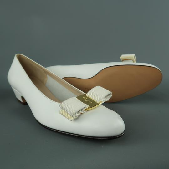 Salvatore Ferragamo Vintage Deadstock New Bow With Box White Pumps Image 3