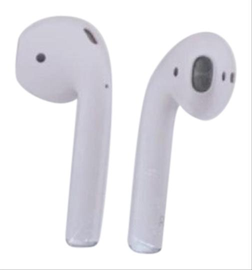 Preload https://img-static.tradesy.com/item/26593640/apple-white-airpods-wireless-charging-case-tech-accessory-0-1-540-540.jpg