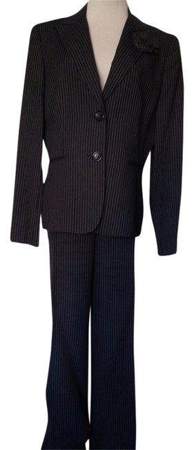 Preload https://img-static.tradesy.com/item/2659372/navy-bluewhite-and-pinstripe-pant-suit-size-12-l-0-0-650-650.jpg
