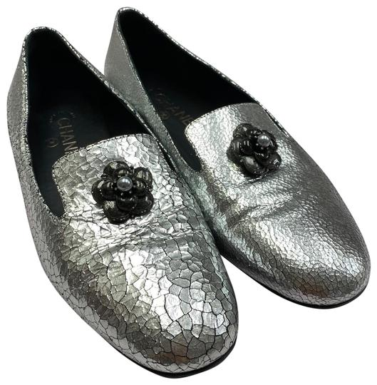 Preload https://img-static.tradesy.com/item/26593857/chanel-silver-camellia-metallic-smoking-slipper-loafer-pumps-size-eu-395-approx-us-95-regular-m-b-0-1-540-540.jpg