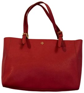 Tory Burch Tote in Fuchsia