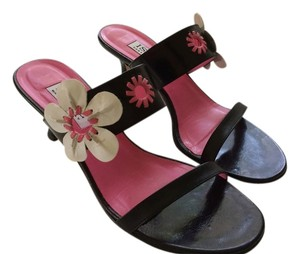 Isaac Mizrahi Black, pink and white Sandals