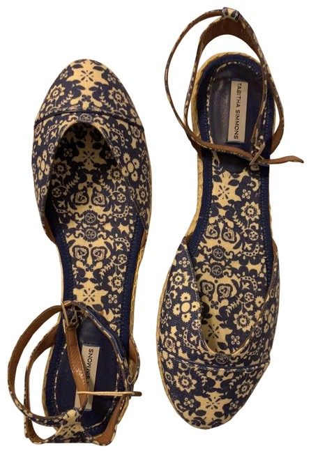 Tabitha Simmons Blue and White Pattern Never Worn Sandals Size EU 39 (Approx. US 9) Regular (M, B) Tabitha Simmons Blue and White Pattern Never Worn Sandals Size EU 39 (Approx. US 9) Regular (M, B) Image 1