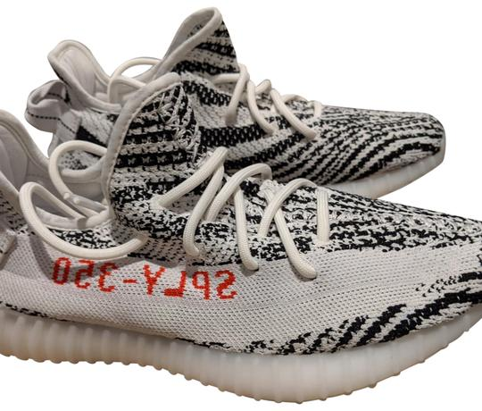 YEEZY White and black Athletic Image 0