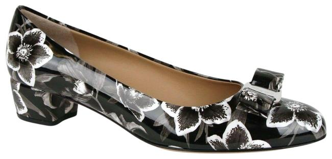 Item - Black/White Vara 6 Black/White Patent Leather Floral 7b 0688976 Pumps Size US 7 Regular (M, B)
