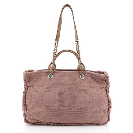 Preload https://img-static.tradesy.com/item/26606513/chanel-deauville-double-face-fringe-quilted-medium-pink-canvas-tote-0-0-540-540.jpg