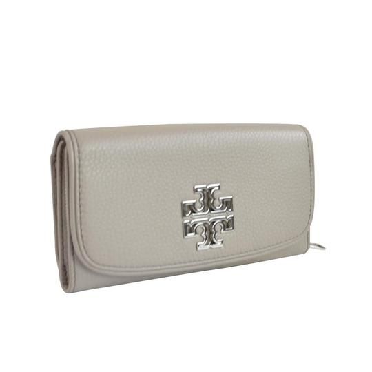 Preload https://img-static.tradesy.com/item/26606533/tory-burch-french-grey-britten-duo-envelope-continental-wallet-0-1-540-540.jpg