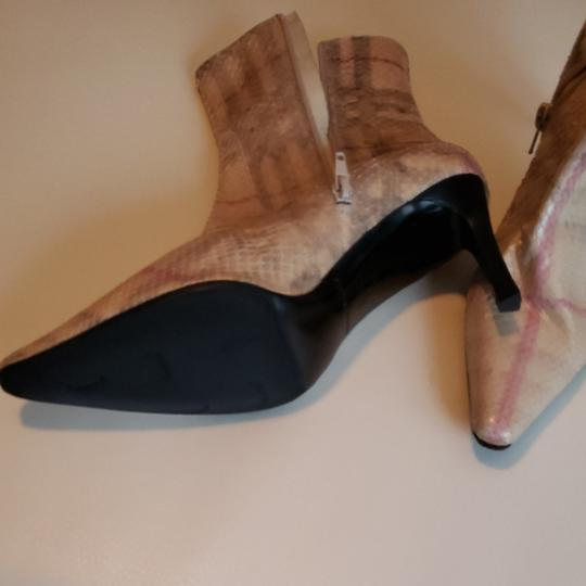 Burberry Cream with red and grey stripes Boots Image 2
