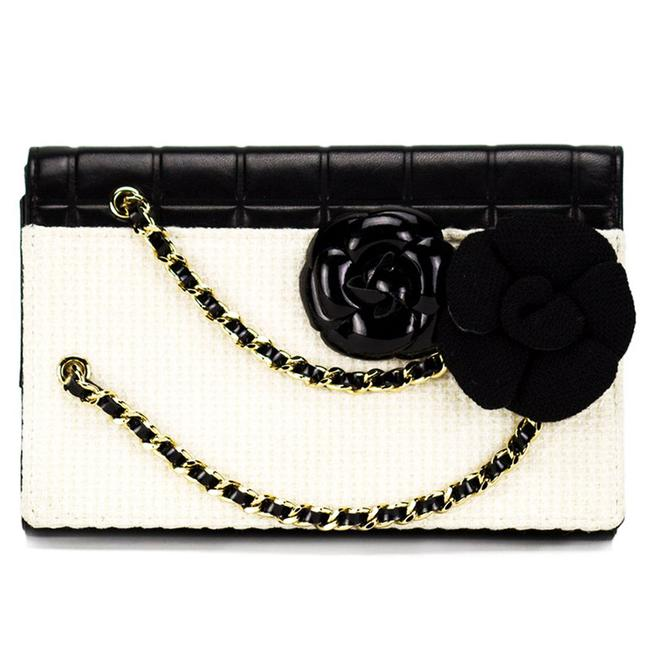 Item - Timeless Tweed Iconic Camelia Flower Bicolor Black and White Leather Clutch