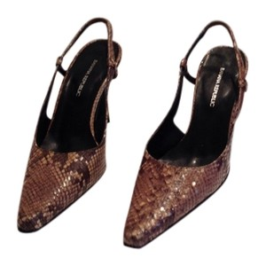 Banana Republic Leather Grey shades of snakeskin Pumps
