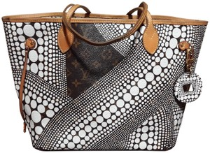 Louis Vuitton Yayoi Kusama Waves Pumpkin Dots Limited Edition Tote in Brown/White