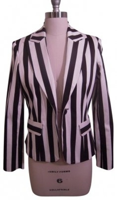 Preload https://item2.tradesy.com/images/harve-benard-black-and-white-striped-with-unique-closure-blazer-size-6-s-26626-0-0.jpg?width=400&height=650