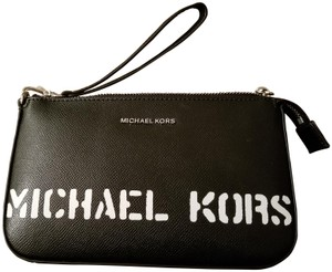 MICHAEL Michael Kors Wristlet in Black/ optic white