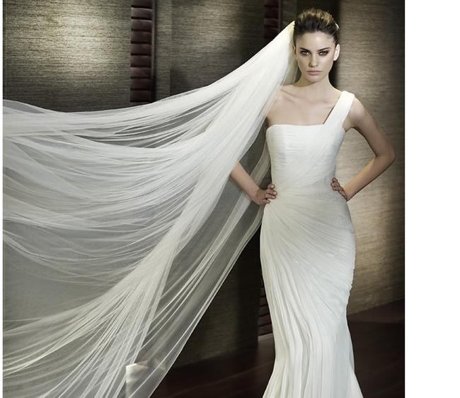 Item - Ivory Long Cathedrial Length Two Layer Bridal Veil
