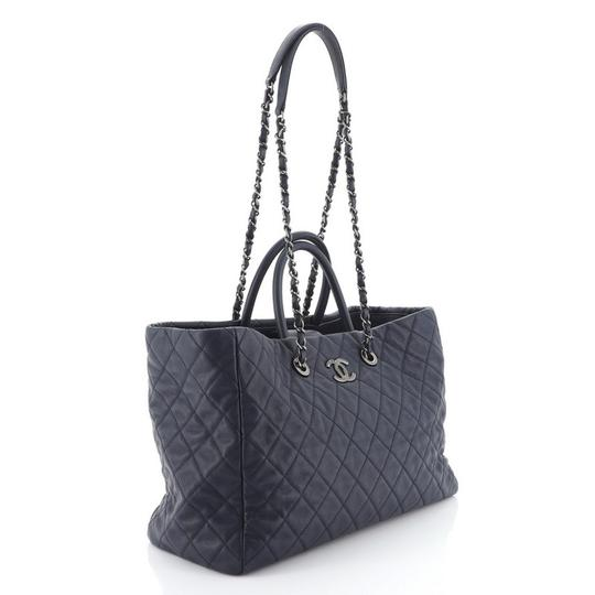 Chanel Leather Tote in blue Image 1