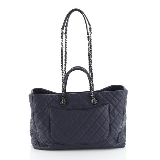 Chanel Leather Tote in blue Image 2
