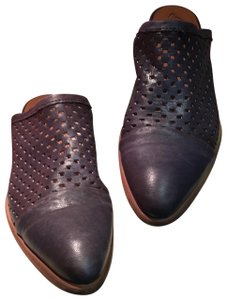 Kanna Comfortable Leather Navy Mules