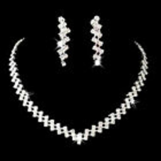 Preload https://img-static.tradesy.com/item/26659453/crystals-necklace-light-weight-jewelry-set-0-0-540-540.jpg