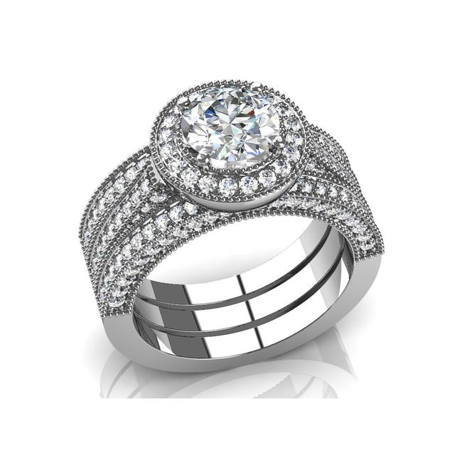 Item - White 3.90 Ct Round and Two Bands Set (T Engagement Ring