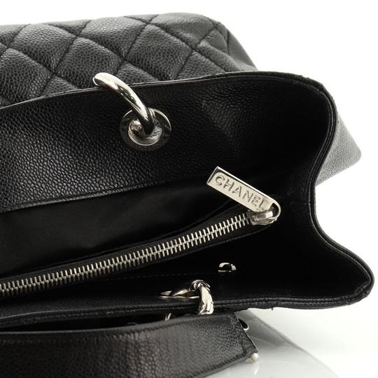 Chanel Leather Tote in black Image 6