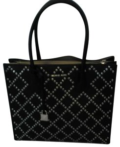 Michael Kors Tote in Mercer Stud & Grommet Charcoal black handbag. Gorgeous. Large center zipper pocket, key chain. 2,nd zipper lg pocket inside lg pocket.