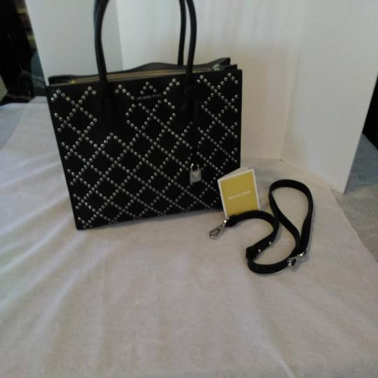 Michael Kors Tote in Mercer Stud & Grommet Charcoal black handbag. Gorgeous. Large center zipper pocket, key chain. 2,nd zipper lg pocket inside lg pocket. Image 3