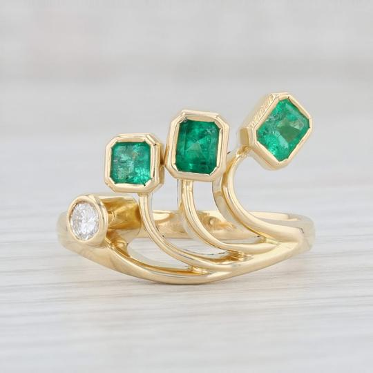 Other 0.96ctw Emerald Diamond Ring - 18k Gold Size 8 Abstract Cocktail Image 1