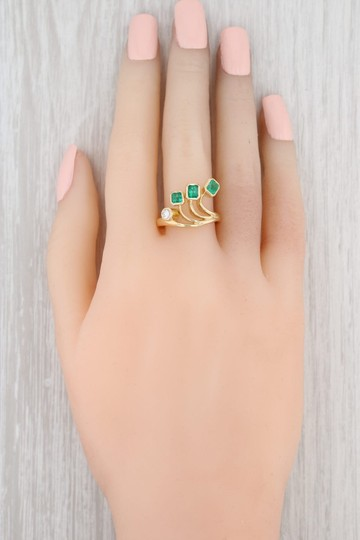Other 0.96ctw Emerald Diamond Ring - 18k Gold Size 8 Abstract Cocktail Image 6