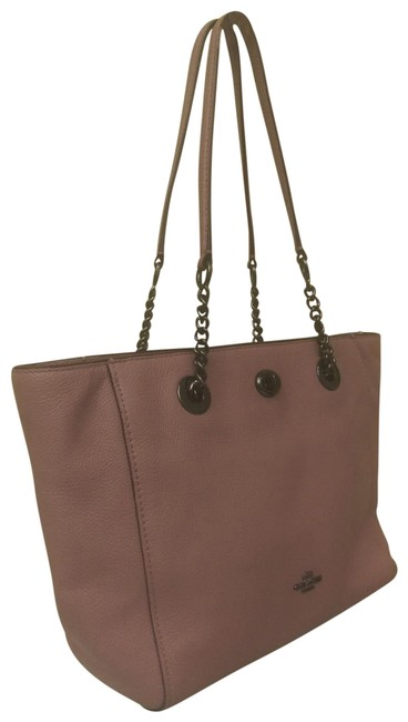 Item - Dusty Turnlock Chain 57107 Pink Leather Tote