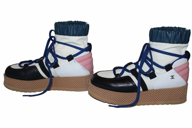 Item - Ivory Rose Blue and Black Lambskin Mixed Fibers Lace Boots/Booties Size EU 35.5 (Approx. US 5.5) Wide (C, D)