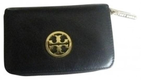 Preload https://item5.tradesy.com/images/tory-burch-black-robinson-zip-coin-case-26684-0-0.jpg?width=440&height=440