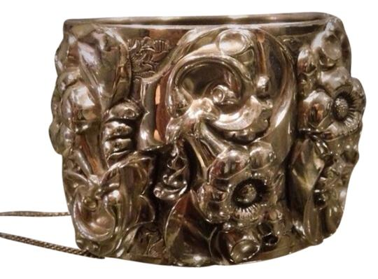 Preload https://item4.tradesy.com/images/silver-chunky-detailed-large-cuff-2669518-0-0.jpg?width=440&height=440