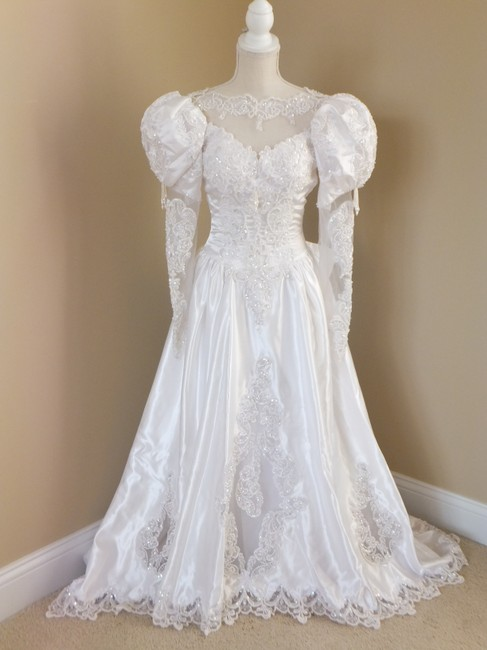 Item - White Satin & Lace Sweetheart Gowns Long Sleeve Beaded Traditional Wedding Dress Size Petite 2 (XS)