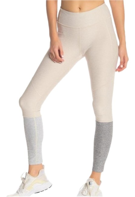 Cream Outdoor Voices Fitted Colorblock Activewear Bottoms Size 2 (XS, 26) Cream Outdoor Voices Fitted Colorblock Activewear Bottoms Size 2 (XS, 26) Image 1