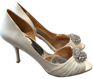 Badgley Mischka white Wedges