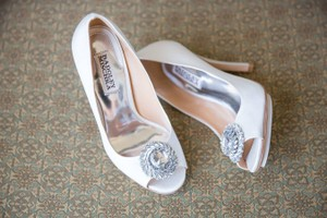 Badgley Mischka White Beaming High Heel Formal Pumps Size US 6 Regular (M, B)