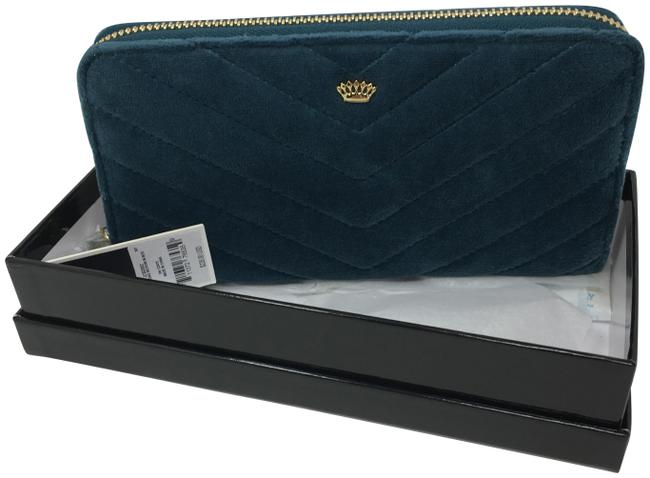 Item - Green Box W Zip Around Quilted Velour W/Crown In Wallet