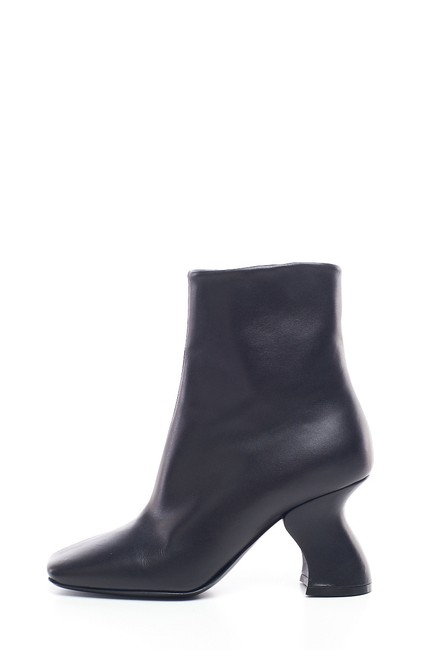 Item - Black Leather Ankle Boots/Booties Size EU 37 (Approx. US 7) Regular (M, B)