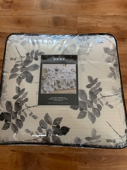 Item - Gray/ Black Queen Comforter and Two Standard Shams