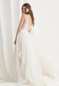 Watters & Watters Bridal White Tulle Lainie Ivory Willowby V-back Gown Feminine Wedding Dress Size 2 (XS)