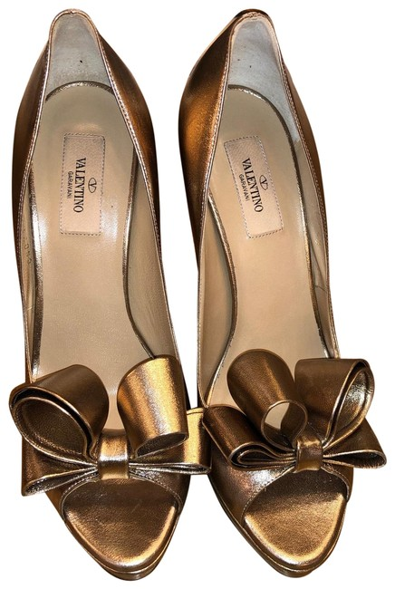 Item - Gold Bow Heel In Limited Edition Platforms Size EU 40 (Approx. US 10) Regular (M, B)