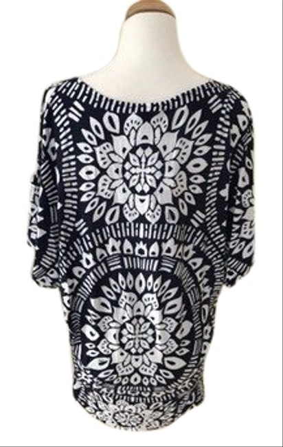 Item - White/ Navy Tt8by50 Cover-up/Sarong Size 6 (S)