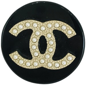 Chanel 2018 Faux Pearl & Resin Brooch Pendant