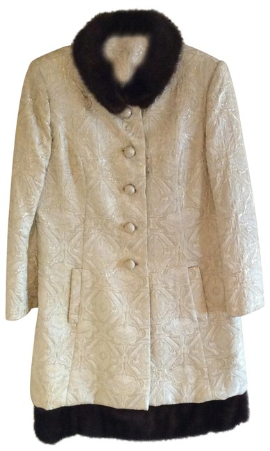 Item - Off White Coat and Dress with Mink Skirt Suit Size 6 (S)