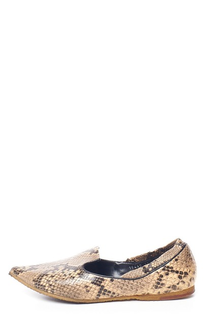 Item - Natural Embossed Python Pointed Flats Size EU 38.5 (Approx. US 8.5) Regular (M, B)