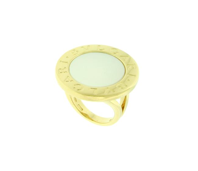 Item - Yellow Gold 18k Large Mother Of Pearl Ring