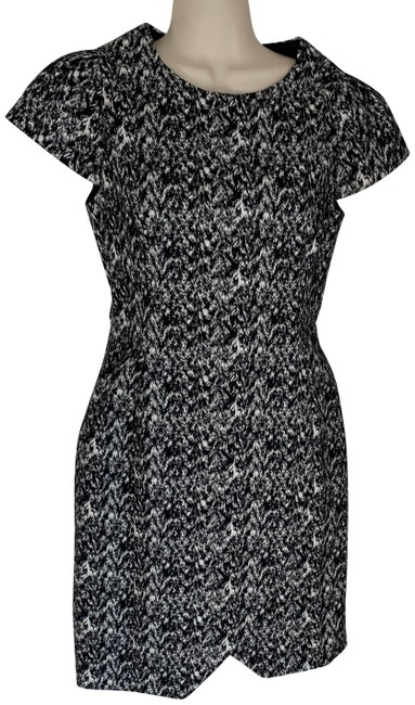 Preload https://img-static.tradesy.com/item/26747297/reiss-black-and-white-abstract-print-short-workoffice-dress-size-4-s-0-1-650-650.jpg