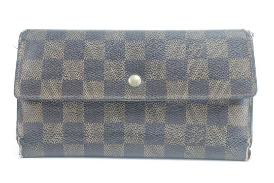 Preload https://img-static.tradesy.com/item/26748379/louis-vuitton-brown-sarah-clutch-tresor-porte-damier-ebene-trifold-long-23lk0122-wallet-0-0-540-540.jpg